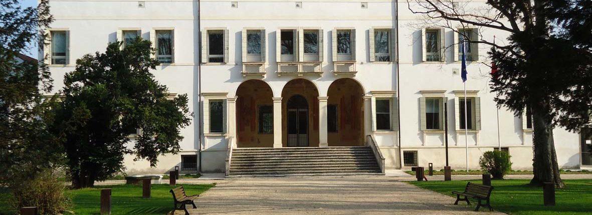 inaugurazione casa museo villa bassi rathgeb il blog di. Black Bedroom Furniture Sets. Home Design Ideas